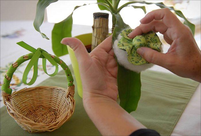 voila montessori ebooks dusting a plant